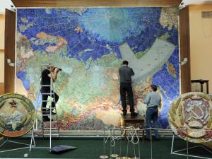 Карта Советского Союза из цветных камней и самоцветов